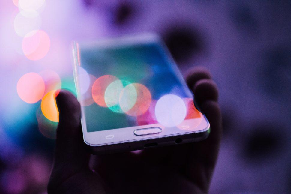 Jak szybko i pewnie sprzedać smartfona online?